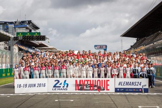 Photo officielle des pilotes engagés aux 24 Heures du Mans Photo: Alexis GOURE (ACO)