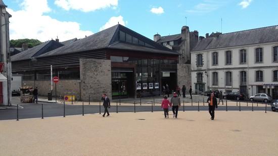 vannes-place-des-lices-mai2017-1